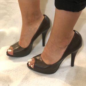 Shoes - Brown open toe heels